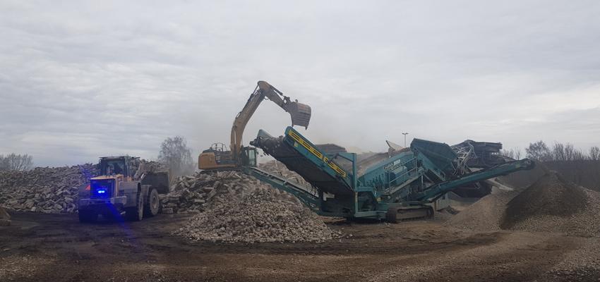 Opération de recyclage de traverses béton SNCF Réseau